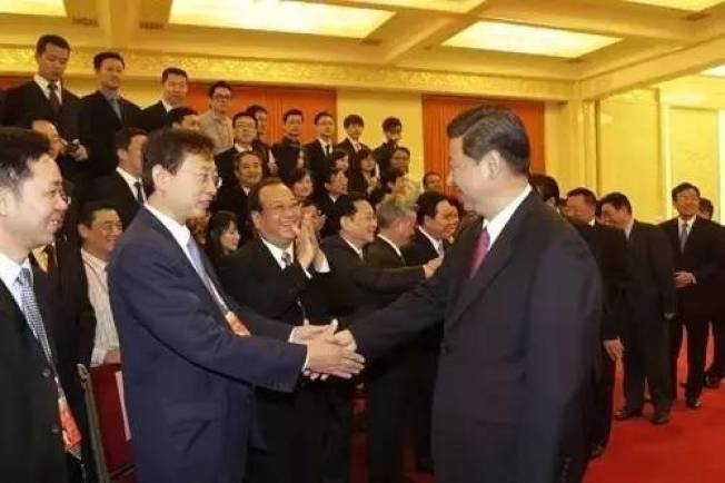 趙濤與習近平握手照在網上熱傳。(取材自微博)