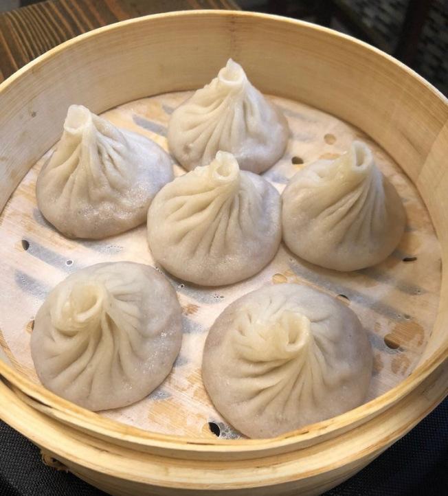 上海點點心的小籠湯包,讓森林小丘日漸增多的華人移 民一解鄉愁。(趙碧澄提供)