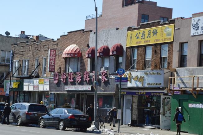 海灣大道近年中國餐廳、餅屋以及超市林立。(記者牟蘭/攝影)