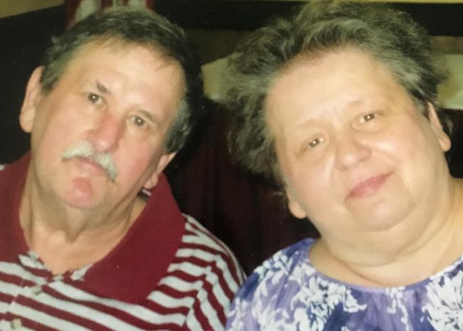 結縭45年的范思夫婦,於幾分鐘內一同離世。這是范思的女兒提供的照片。(美聯社)