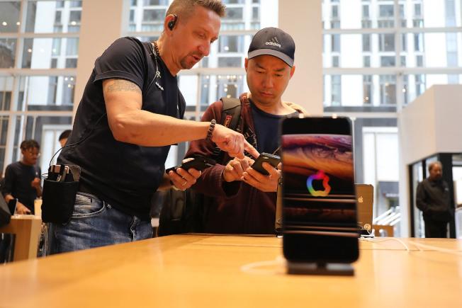 職位增長最快的五個行業中,消費電子產品業名列前茅,年度就業增長率高達60.2%。(Getty Images)