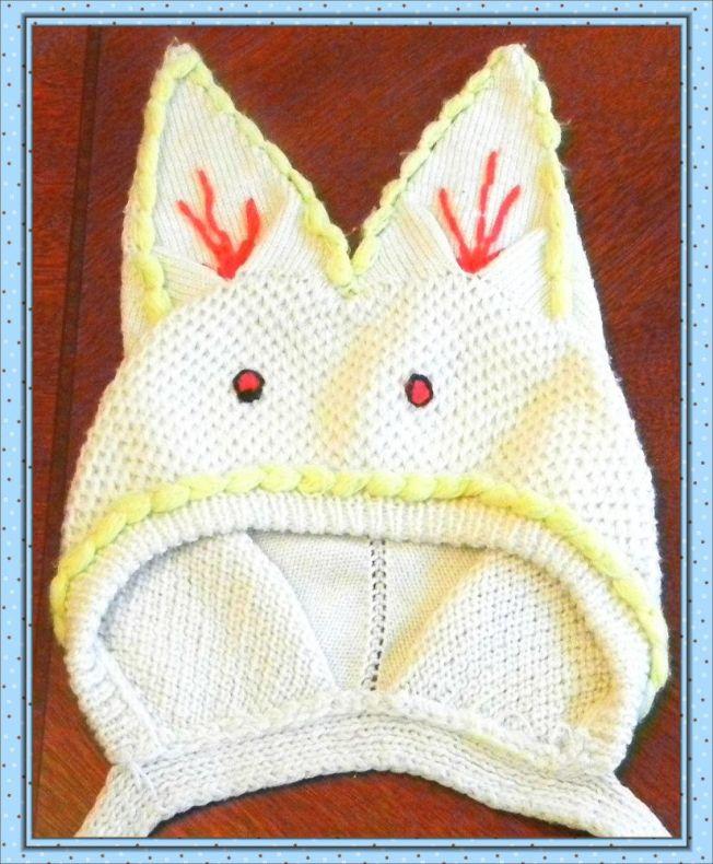 作者母親設計、妹妹編織的小白兔帽子。