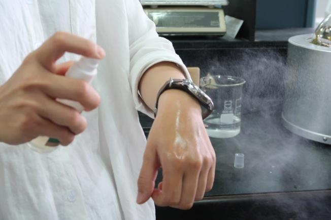 皮膚出現紅癢刺等不舒服的情況。可以用乳液或植物油來擦拭,去除過多的精油。(本報資料照片)