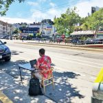 〈圖輯〉街頭奇景 搬到停車場辦公 每小時只2.25元