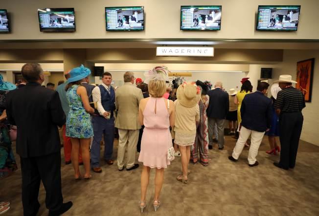 雖然電子投注普遍,但馬迷還是喜歡現場投注。(Getty Images)