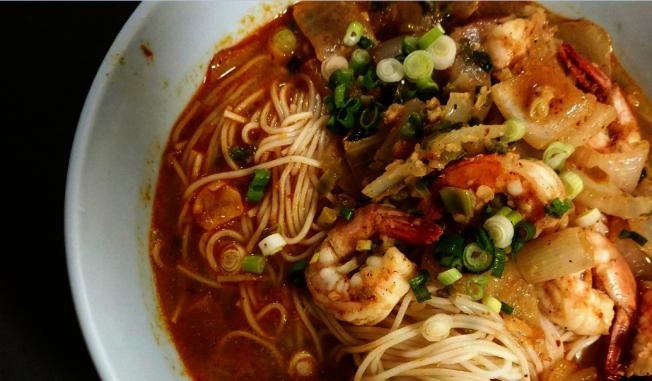 陳寶珍做的咖哩蝦麵。(陳寶珍提供)