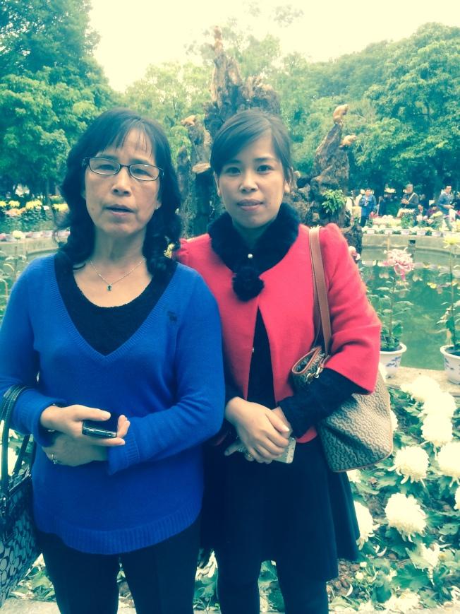 施祖垒的妻子(左)与女儿(右)团圆。(施祖垒提供)