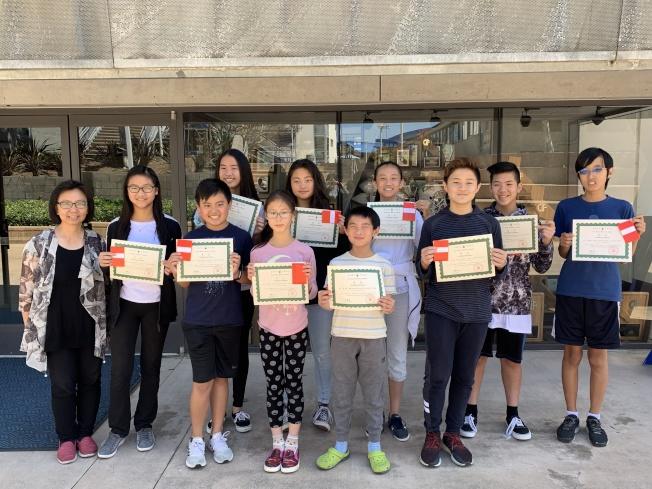 聖地牙哥中華學苑舉行作文比賽頒獎典禮,11位學生獲獎。(記者陳良玨/攝影)