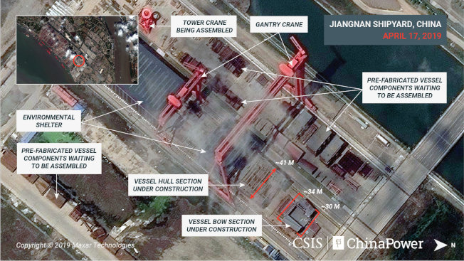 CSIS取得的今年四月影像顯示,船頭前端有30公尺寬,船體有41公尺寬,上方則有高架起重機。(路透)