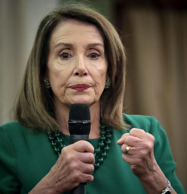 國會眾院議長波洛西說,川普總統是在刺激國會彈劾他。(美聯社)