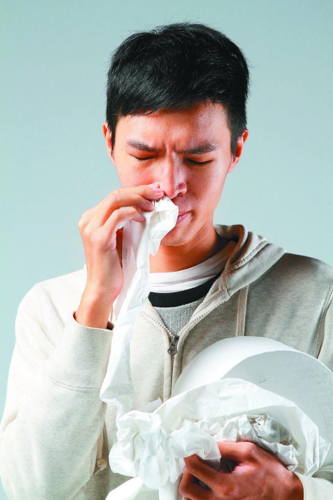 研究發現,睡眠不足會增加感冒風險。(本報資料照片)