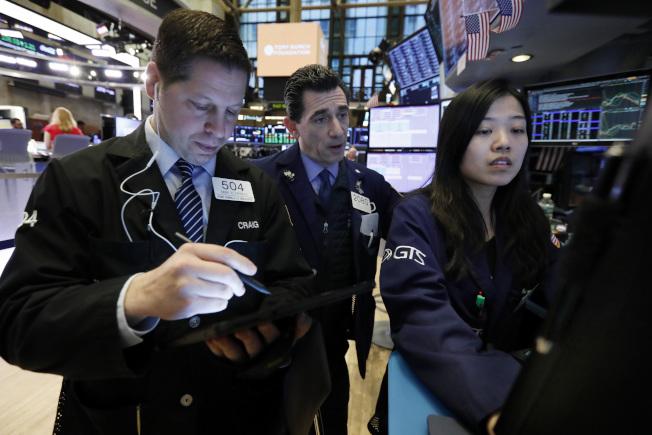 市场猜疑仍重,股指仍拉低收盘。 (美联社)