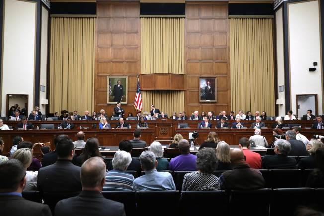 國會眾院司法委員會表決,指司法部長巴維理藐視國會,圖為眾院司法委員會表決前進行聽證。(Getty Images)