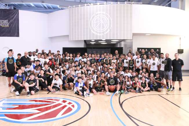 NBPA籃球夏令營每年邀請NBA球星現場指導學員。 (主辦單位提供)