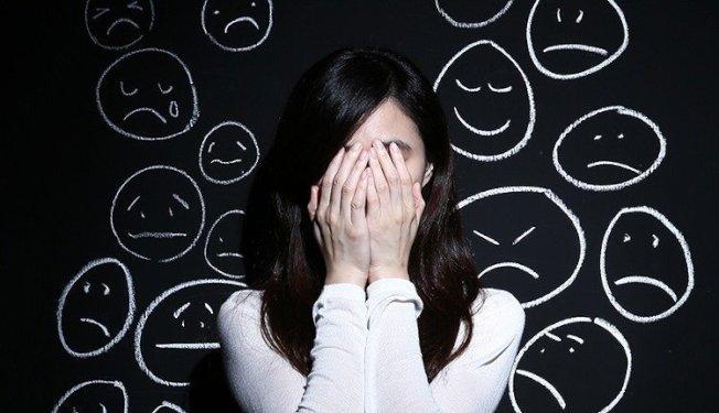根據一份今年2月發表於「流行病學與社區健康期刊」的研究指出,每周工作超過55小時的女性,罹患憂鬱症風險會提高。(本報資料照片)