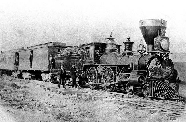 1869年行駛於橫貫東西兩岸的第一列太平洋鐵路。 (美聯社)