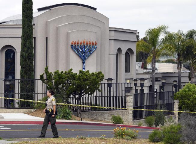 加州聖地牙哥的猶太教會上月遭一名19歲男子致命攻擊,警方查出他在網路鼓吹白人至上和反猶言論。(美聯社)