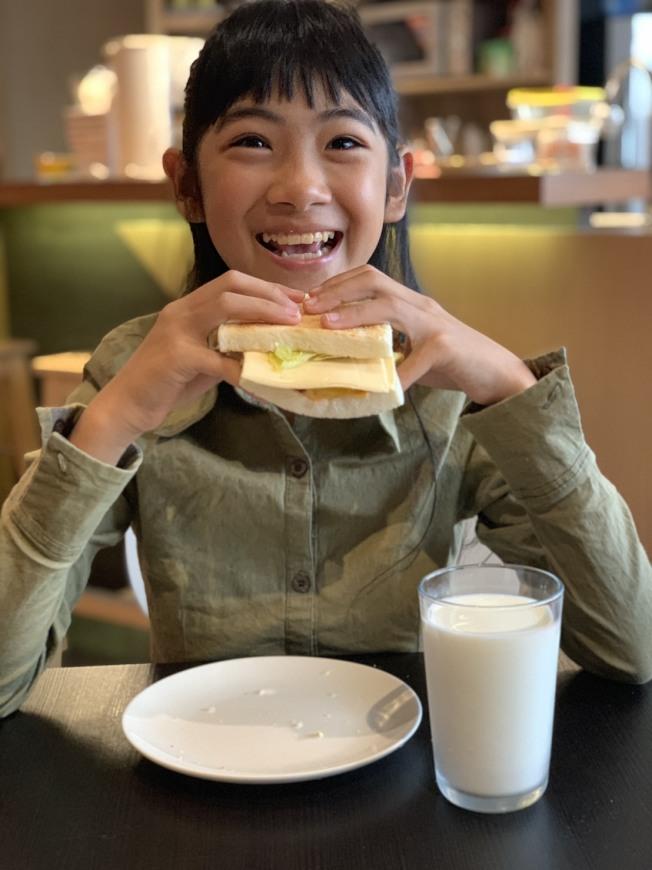 三明治配咖啡危險早餐組合