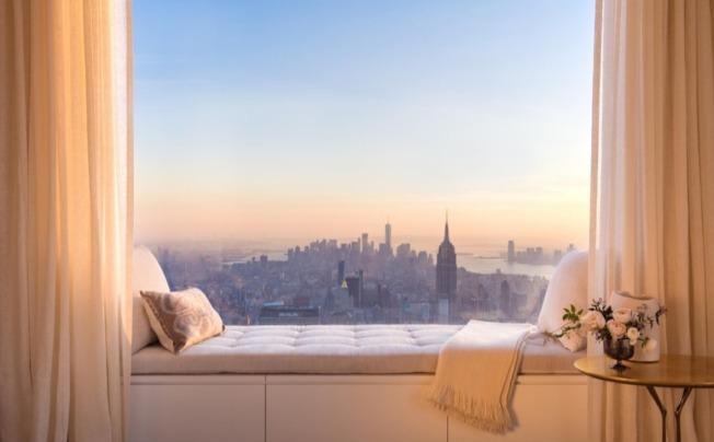 公園大道432號公寓看起來比窗外的帝國大樓還高出一截。(432parkavenue.com)