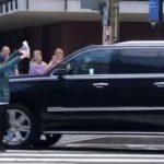 劉鶴訪美談判車隊 再遭訪民攔截