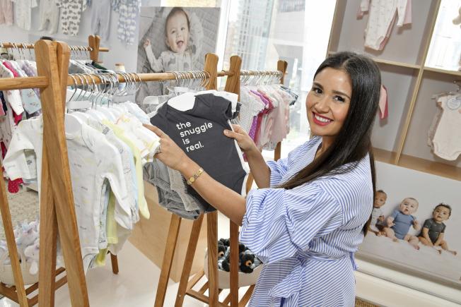 一項研究徵求新手媽媽做實驗,每人每年可領4000元。圖為新款嬰兒服飾。(美聯社)