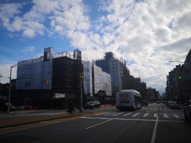 4大道兩棟新建築將成為遊民收容所。(記者黃伊奕/攝影)