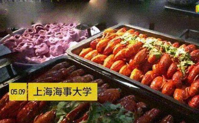 上海海事大學供應的小龍蝦讓人垂涎三尺。(視頻截圖)