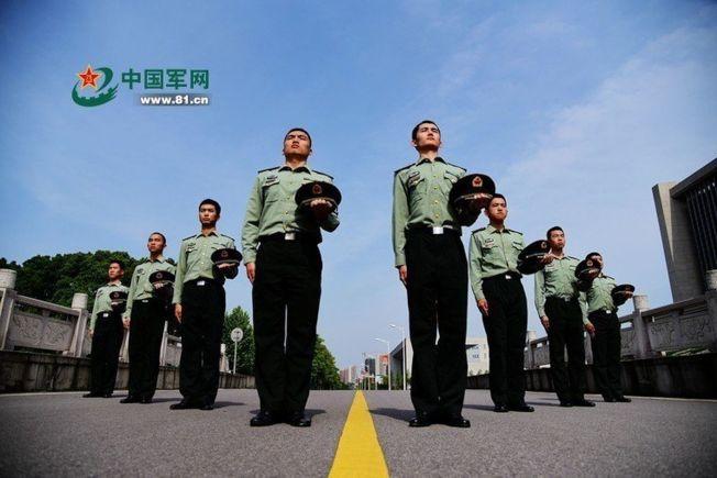 軍校招生廣告是中規中矩的圖像,呈見青春朝氣和健朗的體魄。(取材自中國軍網)