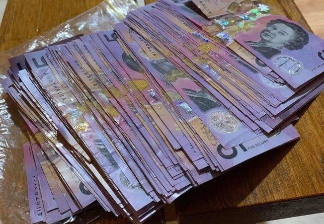 澳洲最近流行將找零拿到的5澳元紙鈔全存起來的儲蓄挑戰。翻攝臉書Thermie by Sarah