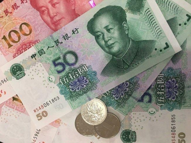 """人民币跌至逾四个月新低 """"破7""""疑虑升高"""
