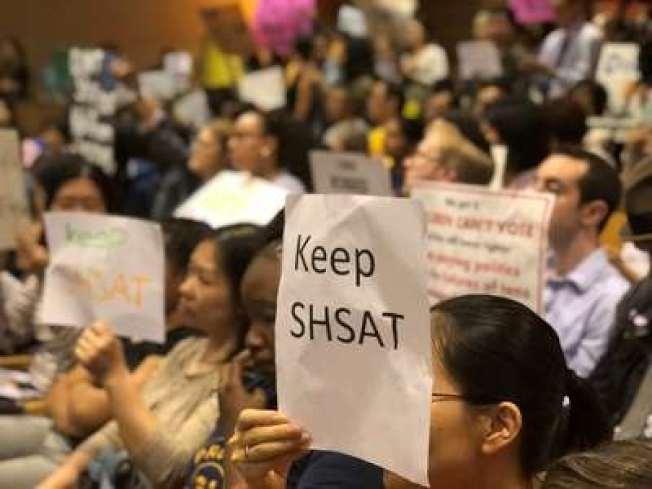 華裔家長普遍強烈要求保留特殊高中入學測驗。(本報檔案照)