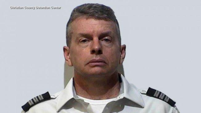 PSA航空公司的機師馬丁11日在肯塔基州準備駕機起飛前被捕,他被控涉嫌在2015年殺死三人。(克利斯迪安郡拘留中心照片)