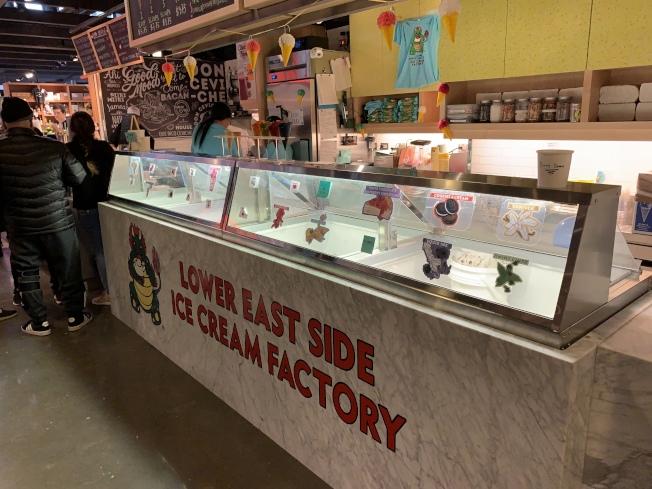 「華埠雪糕行」在新市場內開設了第三家分店「下東城雪糕行」。(記者和釗宇/攝影)