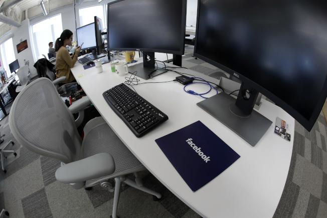 臉書宣布提高非全職員工的時薪到18元。圖為臉書在麻州的工作室。(美聯社)