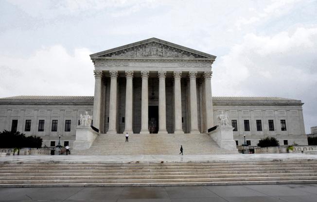 最高法院13日裁定消費者個人可控告蘋果公司壟斷手機的應用程式。(Getty Images)
