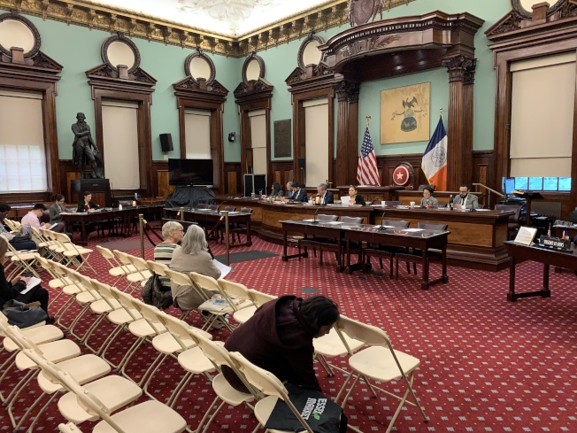 市議會財政委員會和移民委員會13日聯合召開公聽會,就2020財年行政預算中移民的相關部分聽證。(記者和釗宇/攝影)