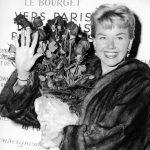 雷根前戀人、老布希傾心 女星桃樂絲黛97歲辭世