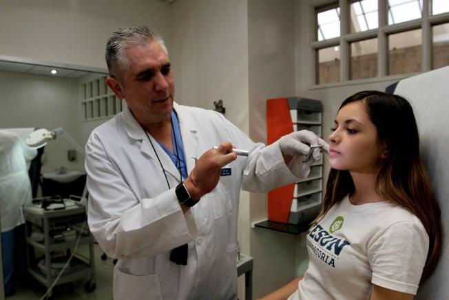 研究發現,是否做癌症掃描檢查,早上或下午看醫生,結果可能很不同。(Getty Images)