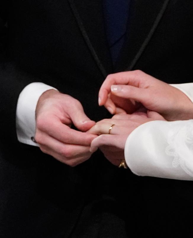 一名垂死男子求婚,好讓女性朋友在他死後享福利,但是該婦女對這種婚姻安排是否不道德有疑慮 。 (Getty Images)