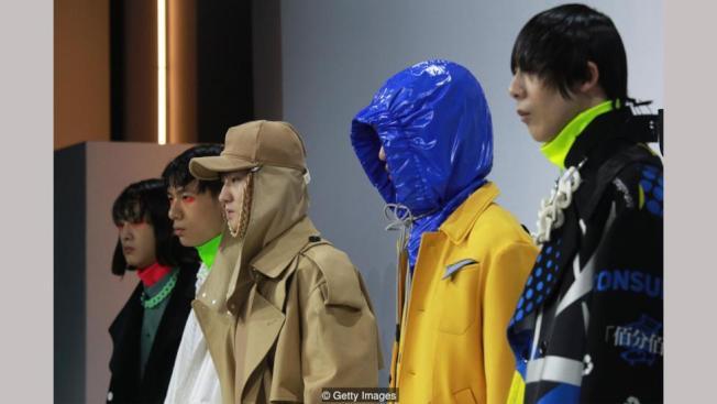 中國新銳雙設計師品牌Staffonly透過服裝設計探索消費主義。(Getty Images)