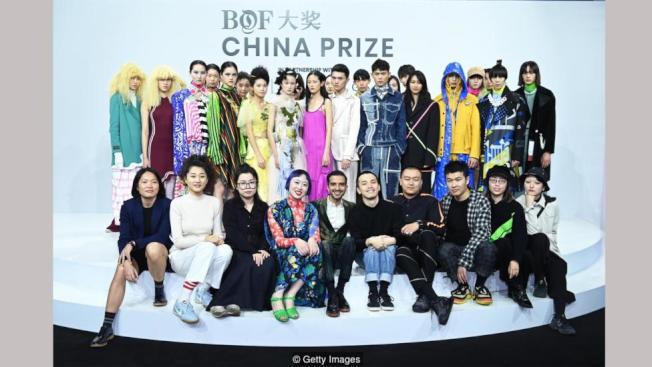 時裝商業中國大獎的設計師與模特兒合影。(Getty Images)