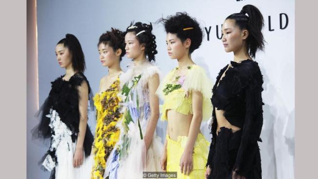 贏得時裝商業中國大獎的胡穎琪(Caroline Hu)說,中國文化是她的創作精隨。(Getty Images)