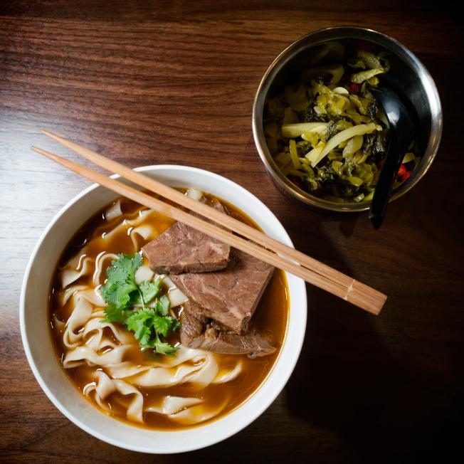 何家麵館提供的台灣牛肉麵。(何家麵館/提供)