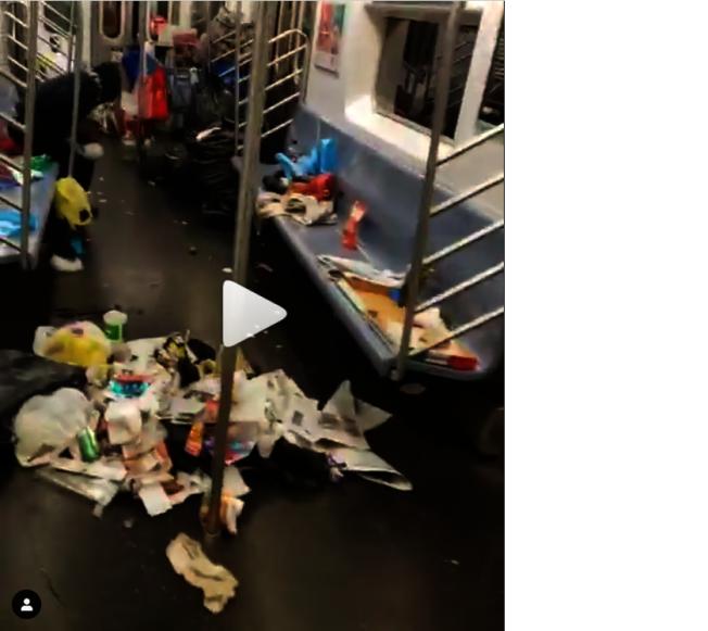 乘客拍下紐約地鐵車廂垃圾散落一地。圖/擷自boyboi_tru_shine Instagram