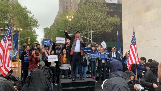雖今天晚間紐約下起大雨,但不減支持者熱情。記者和釗宇/攝影