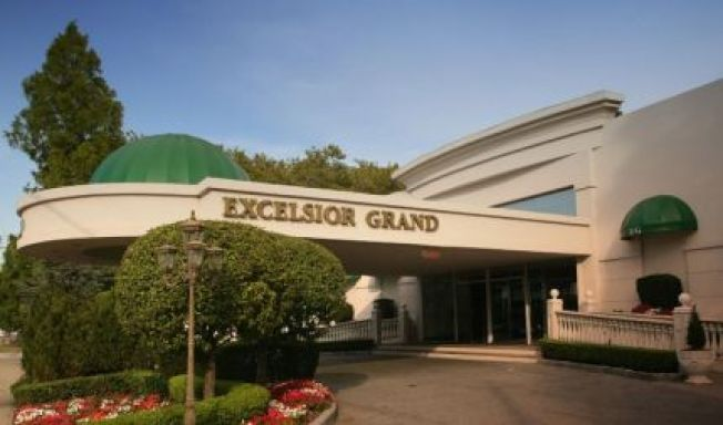 華裔男子程必航收購Excelsior Grand,改建高檔中餐廳。(取自臉書)