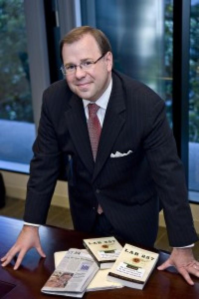 律師Michael Carroll14日獲遞補為選爾灣市議員。(網路照片)