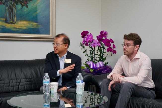 獨立學者Marc Opper(右)分享對國共內戰的看法。(記者陳開/攝影)