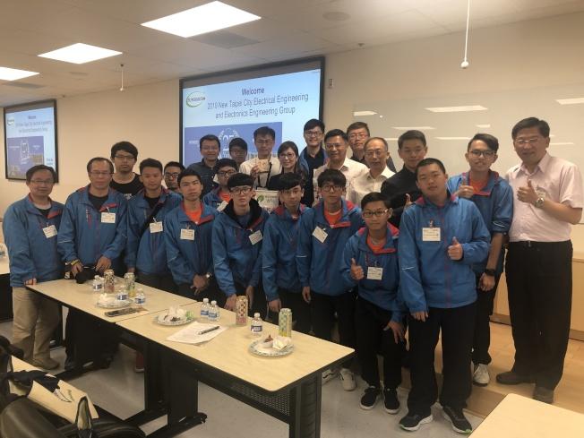 新北市政府教育局與學生代表團一行22人,14日到美超微位於聖荷西的總部參訪。(記者李榮/攝影)
