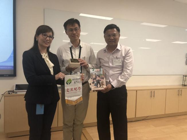 新北市教育局副局長蔣偉民(中)帶團訪問灣區多家科技公司。左為蔣孟媛。(記者李榮/攝影)